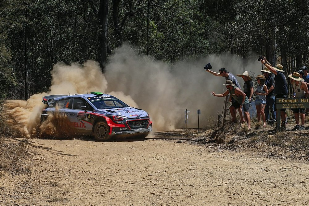 1024px-Podium_finale_for_Hyundai_Motorsport_as_Neuville_claims_second_in_Championship_(2)